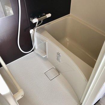 このコスパでこの綺麗なお風呂!換気扇もしっかりついています