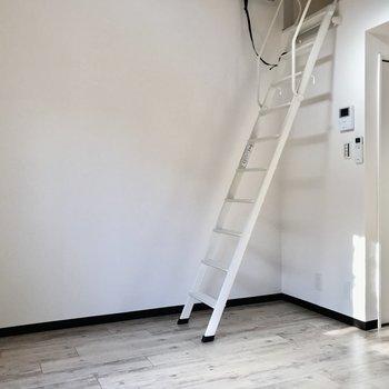 はしごの前には、すのこベッドを窓沿いにおいても良いかも