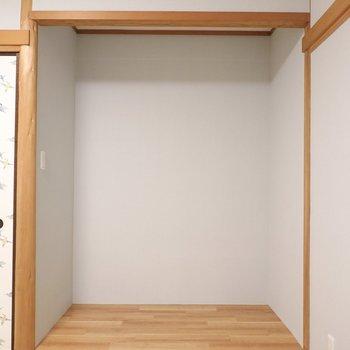 フラットな床の間もあります!慣習に倣って使うも良し。収納にしてしまうのも良し。