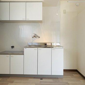 新しくなったキッチン。ホワイトがキュート!