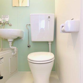 スッキリとしたデザインのトイレにきゅん。