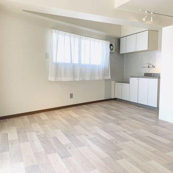 ワンルームだけど広めなので、家具の配置には困らなさそうです。
