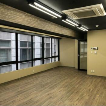 木モダン。開放感あるオフィス。※写真は4階の同間取りのお部屋のものです。
