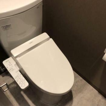 共用部に男女別トイレ。