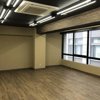 窓際をどう使うかがポイントになりそうです。※写真は4階の同間取りのお部屋のものです。