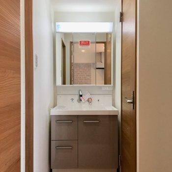 嬉しい独立洗面台。床のデザインもかわいいです。