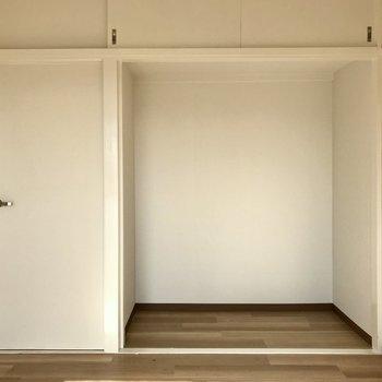 オープンクローゼットにしたり、本棚をおいてもいいなぁ。コンパクトですがエアコン設置可!(※写真は清掃前のものです)