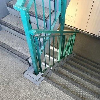 階段をのぼって4階まで。このタイプならスイスイのぼれちゃいますよ!