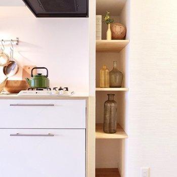 キッチン横の収納は、調味料などの置き場所に重宝するはず!※家具はイメージです。