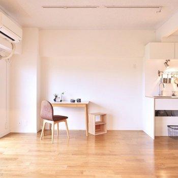 小さなワークスペースを置いても良いですね。※家具はイメージです。