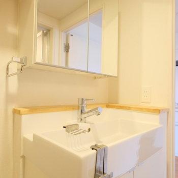 スタイリッシュな洗面台。収納力もありですね。※写真は前回募集時のものです
