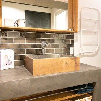 見た目の良さだけでなく収納もバッチリできる洗面台◎