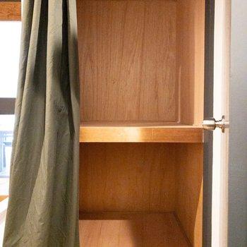 脱衣所横】水回りのお掃除道具の収納として。
