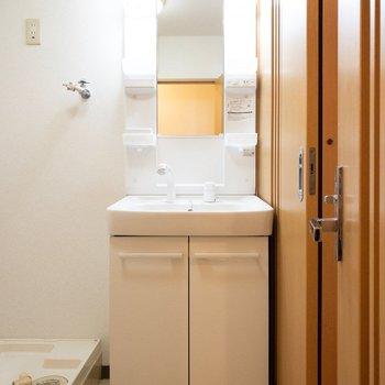 コンパクトな洗面台。