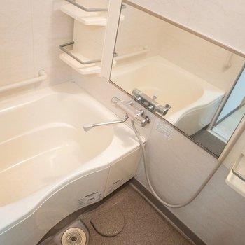 浴槽の横幅がゆったりですね♪
