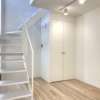 【SR】階段部分が吹き抜けだから自然光が届く構造。※写真は前回募集時のものです