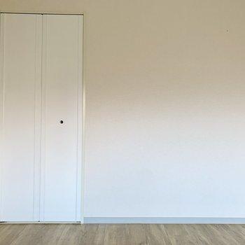 【洋室5帖】玄関側の洋室に来てみました