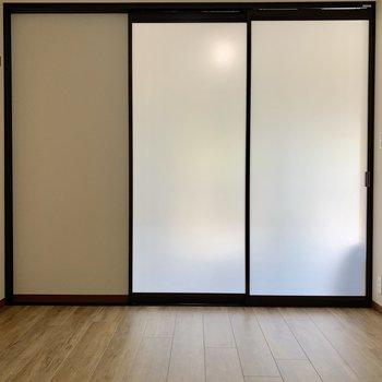 【洋室6帖】続いて、洋室へと生まれ変わったお部屋へ