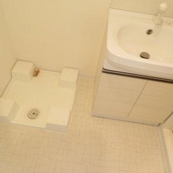 洗面脱衣所もあります(※写真は15階の類似間取り別部屋のものです)
