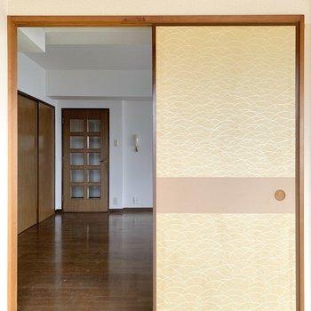 【和室】なるほど。押入となりの扉はLDKに繋がっているのですか。