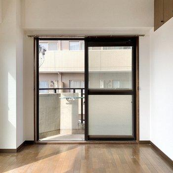 【洋室6.0帖】棚を右側に並べようかな。