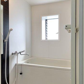 浴室は小窓付きなので風通しの良い環境になっています。