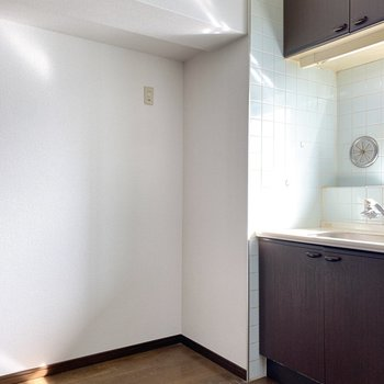 【LDK】サイドには冷蔵庫を置きましょう。