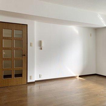 【LDK】ダイニングテーブルは扉の色と合わせようかな。