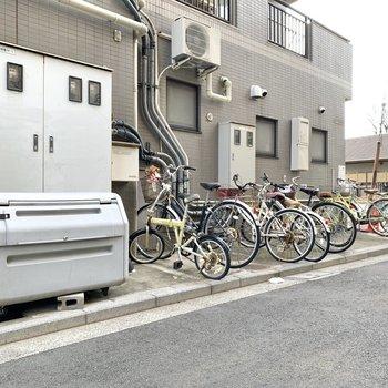 駐輪場が建物脇にありますのでご利用くださいね。