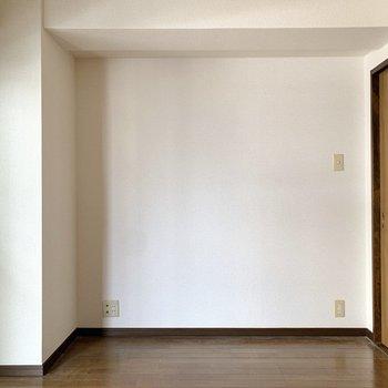 【洋室5.5帖】ここにはテレビやソファを置こうかな。
