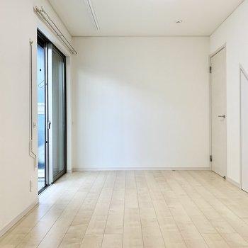 白系で統一されたナチュラルなお部屋です。