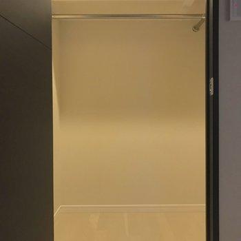 【洋室6帖】収納力の高いウォークインクローゼットもありました。