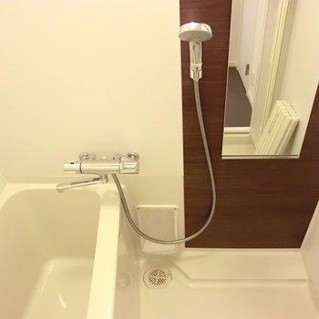 お風呂もクールです。※写真は4階の同間取り別部屋のものです