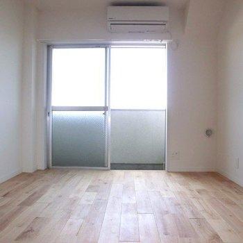 床材は桜使用。気持ちが良いです。※写真は4階の同間取り別部屋のものです