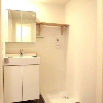 統一感◎脱衣所がとても広い!※写真は4階の同間取り別部屋のものです
