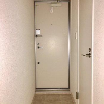 ※写真は2階の同間取り別部屋、通電前のものです・フラッシュを使用しています