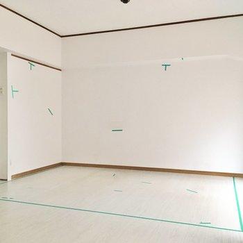 洋室はかなーり広め。こちら側にベッドを置いて。(※写真は清掃前のものです)