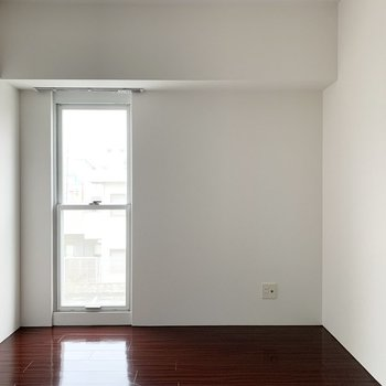 【洋5】こちらは5帖のお部屋です。