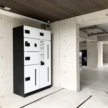 エントランスには宅配ボックスも設置されています。