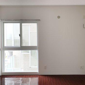 【洋7】廊下の右側は居室です。