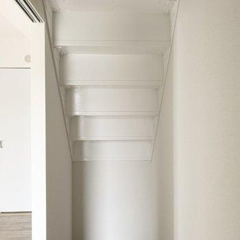 【洋5】階段下のデッドスペースを上手に活用。