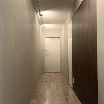 こちら、玄関も素敵な空間なんです!