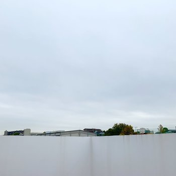 壁に囲まれて周りの視線も気にならない空間なのも嬉しいポイント。視界はほぼ空です。