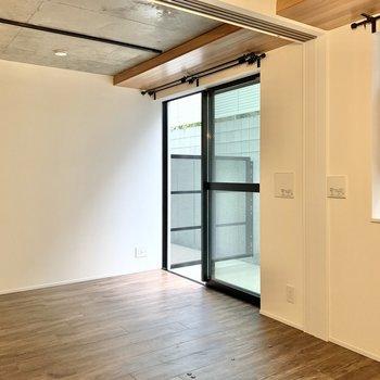 【洋室】引き戸を開けると1つのお部屋みたいです