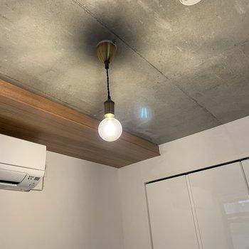 【洋室】ポッと光る電球がかわいい