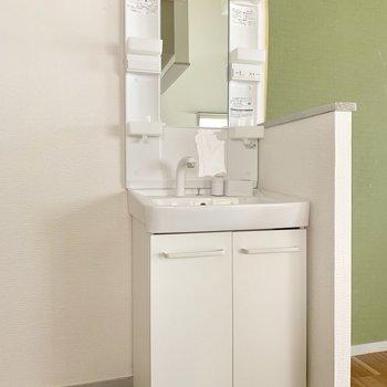 独立洗面台があるからキッチンで歯磨きしなくて済む◎