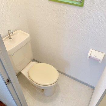 トイレにも窓付き。