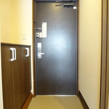 玄関は広々!そして、(※写真は6階同間取り別部屋のものです)
