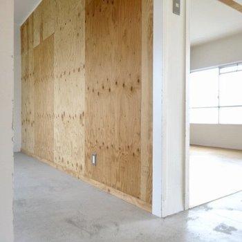 ドアはなくオープンな洋室なのです。(※写真は5階反転間取り別部屋のものです)