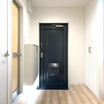 玄関のエントランスは広くて◎